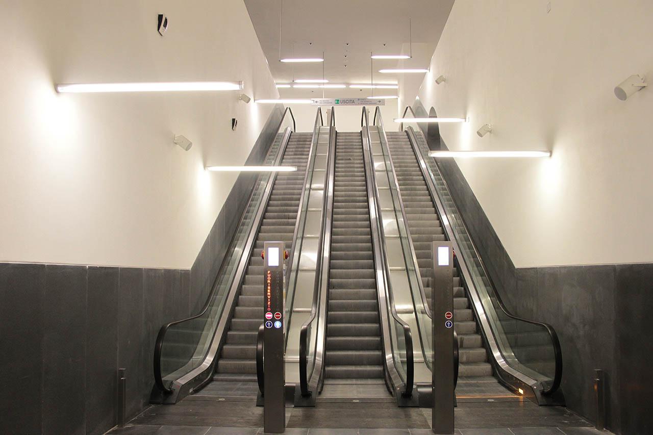 scale mobili - stazione municipio napoli
