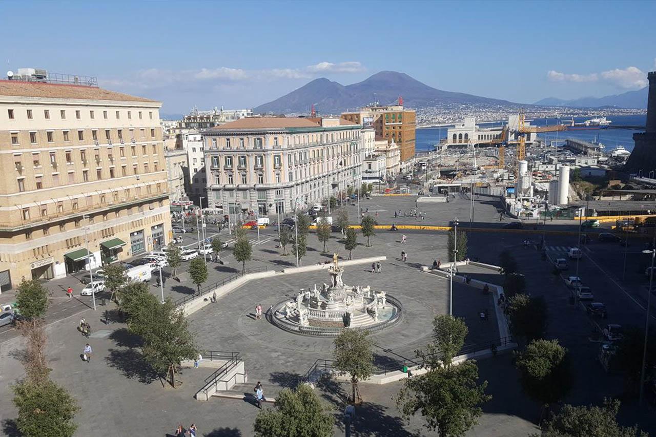 piazza municipio - metropolitana municipio