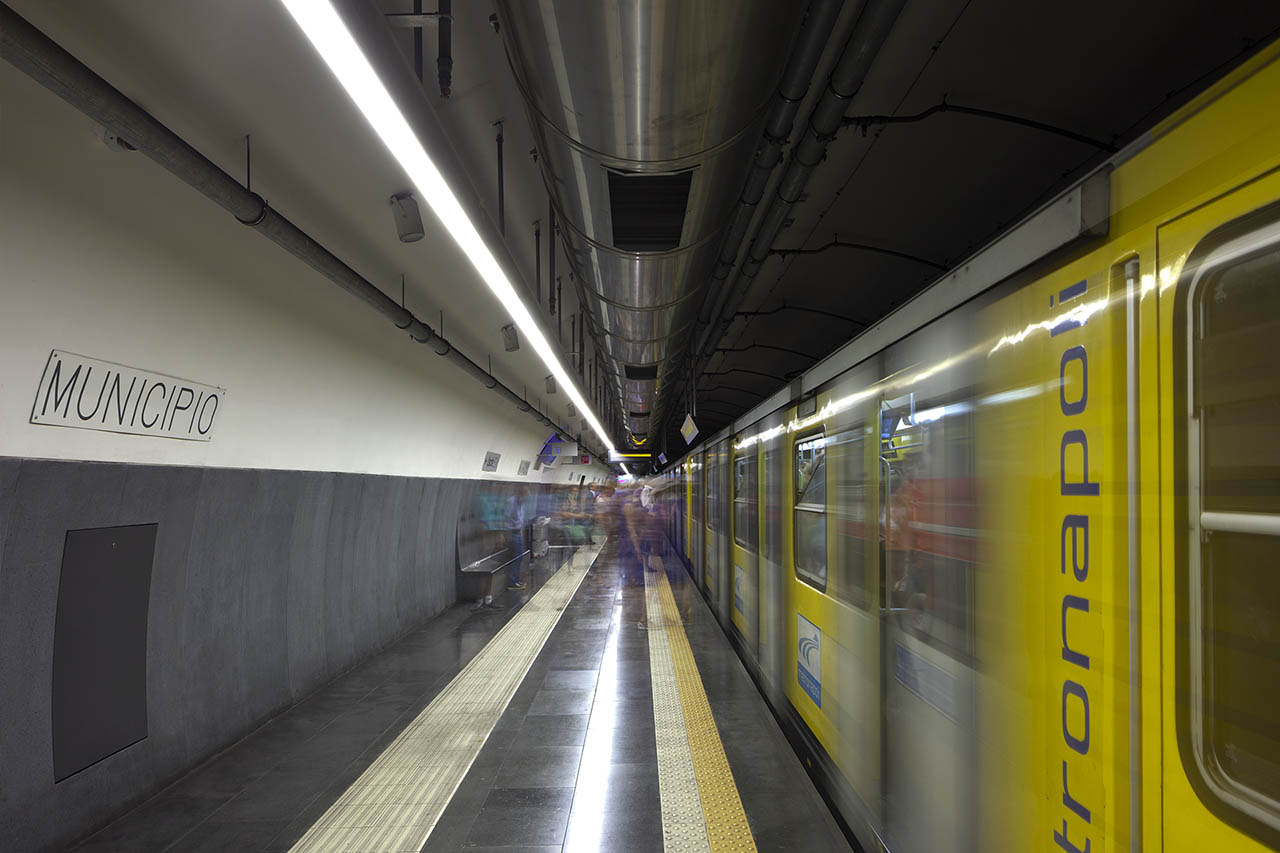 stazione municipio - metropolitana napoli